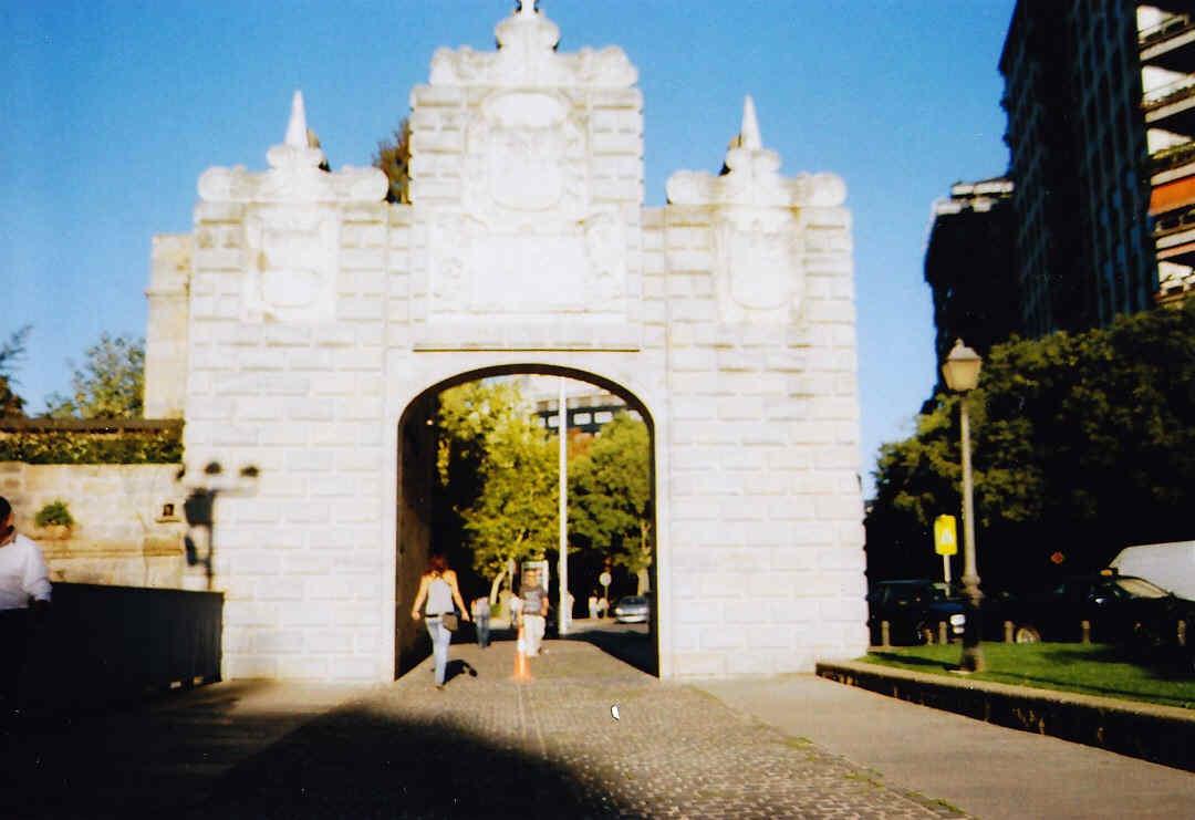 A demoler murallas Las Puertas y su solución