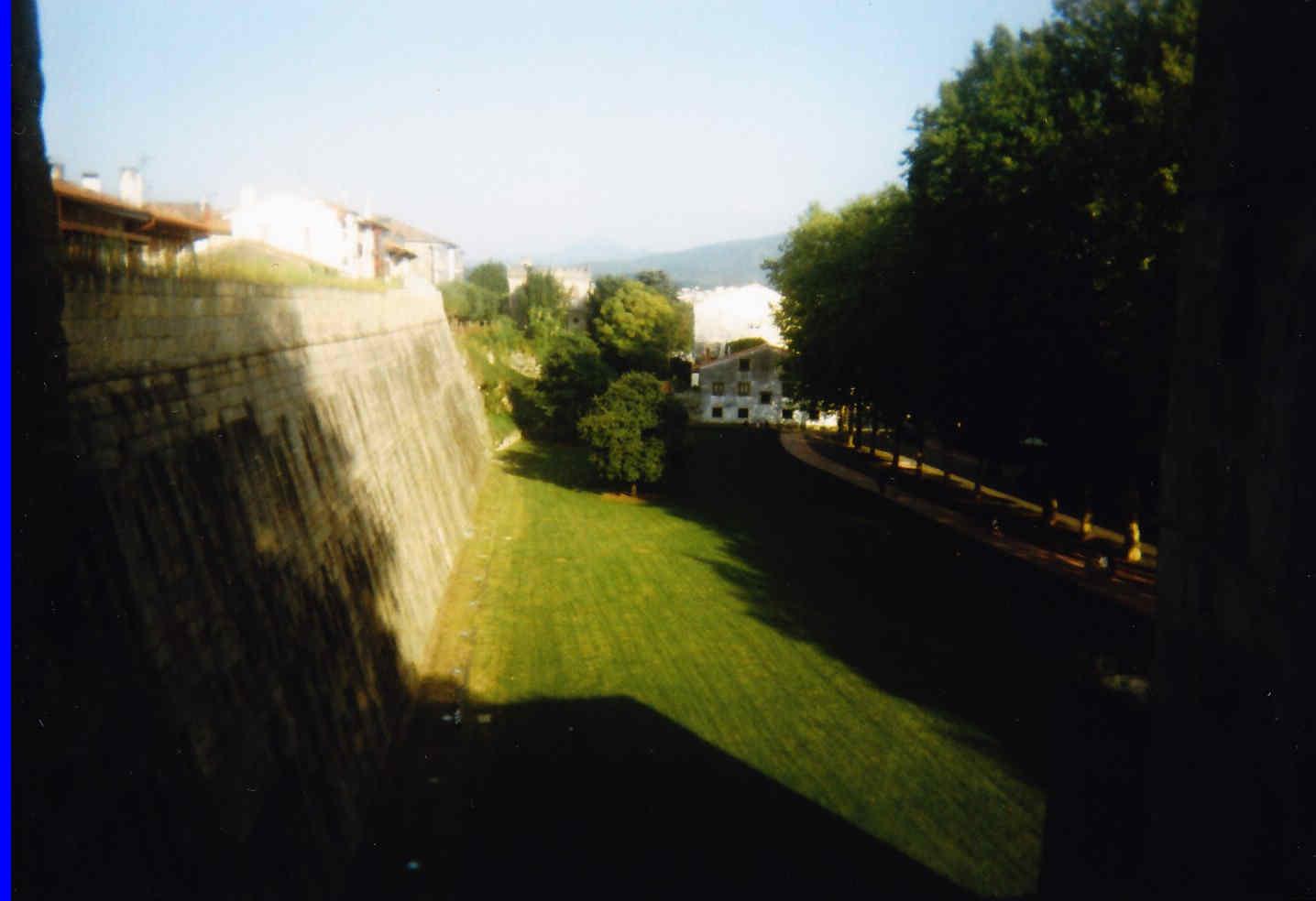 Fuenterrabía hoy 3 Lienzo Este y Puerta principal.